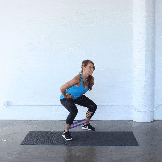 Quest' estate avrai un nuovo compagno di allenamento: le bande elastiche da utilizzare per eseguire il circuito gambe e glutei. Puoi portarle ovunque per
