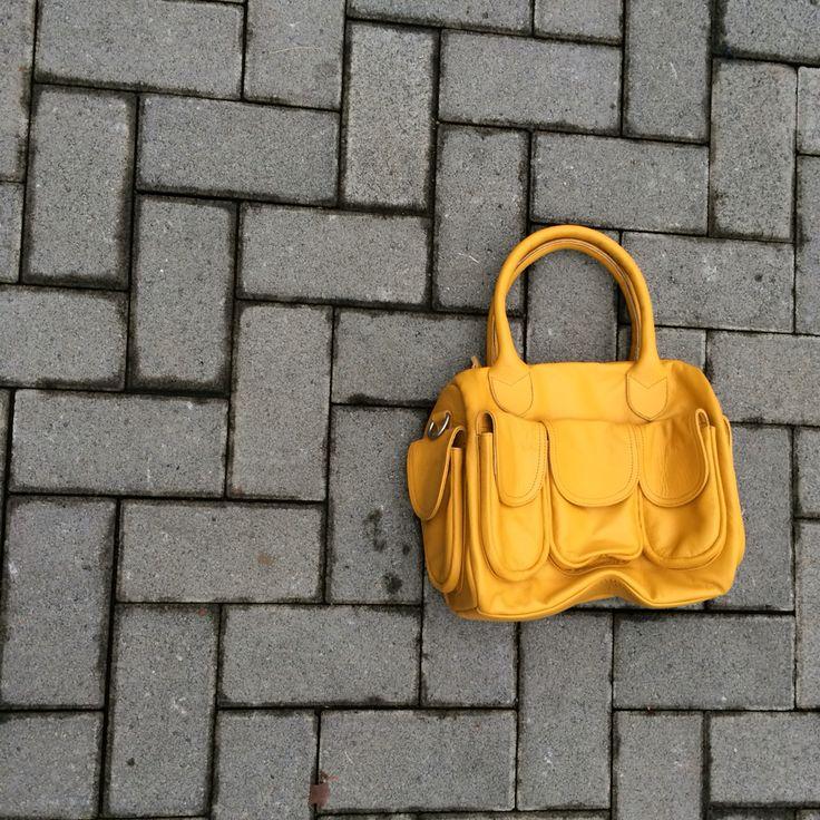 Speedy yellow bag