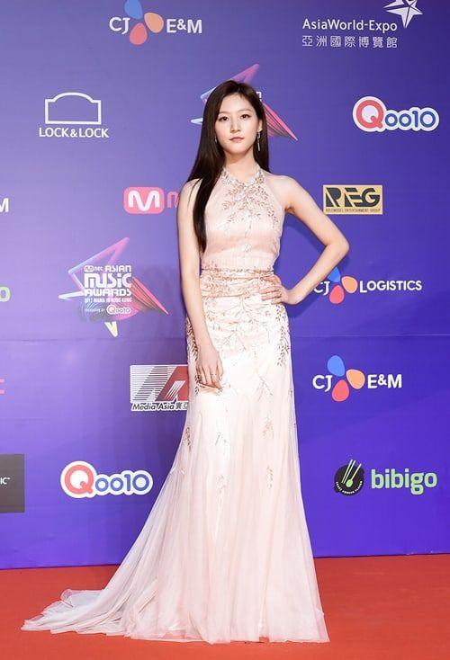 Kim Sae Ron - Stars Shine On The Red Carpet At The 2017 MAMA In Hong Kong | Soompi