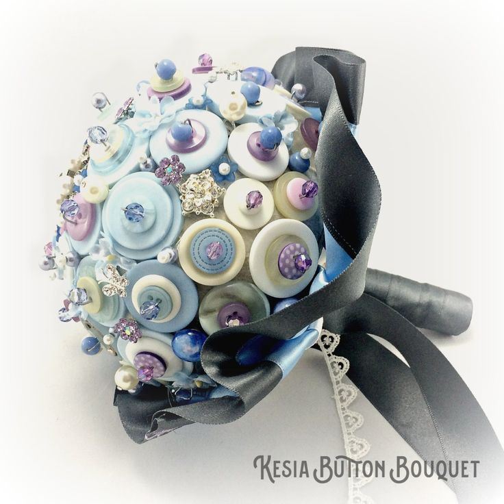 The Kesia bridesmaid button bouquet is a beautiful bluebell, lilac and diamanté style bouquet, with bespoke ribbon collar and ribbon wrapped handle.
