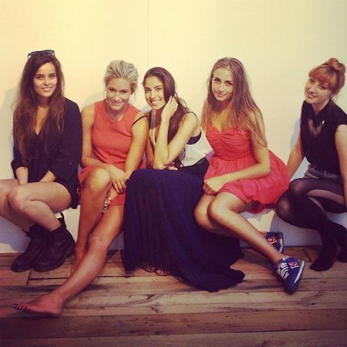 Zelfs helemaal uitgeteld van een dag Modefabriek blijven de meiden van @nikkieplessen1 er fashionable uitzien