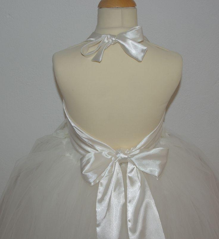 En nog even een close up van de achterkant van deze prachtige jurk voor bruidsmeisjes en communie. Een snoepje. bruidskindermode.nl