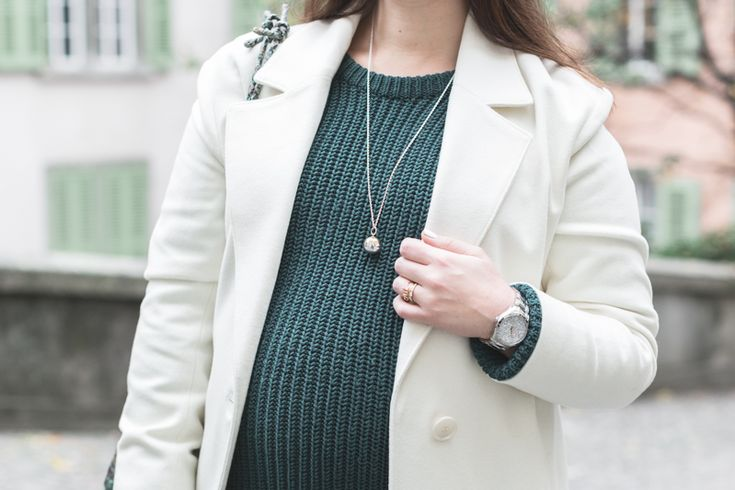 Style the bump with our Duo Angel Caller necklace like the beautiful Pauline!