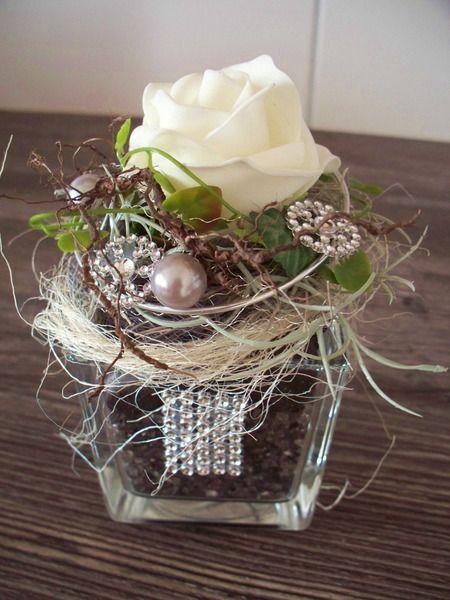 edles Gesteck im Glas,weiße Rose mit Strass von …die mit den Blumen tanzt… auf DaWanda.com