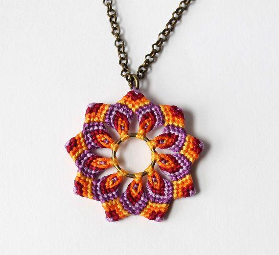 Naranja de hippie flor collar Mandala Macrame por KnottedWorld