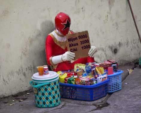 Foto Lucu terbaru Power Ranger sedang jualan | Gambar Lucu