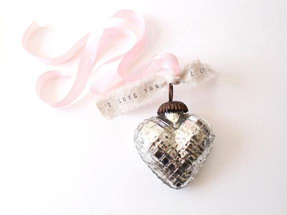 Shabby Chic - decor - Mecury glass - heart - pastel ribbon - kerst - hartje - zilver - decoratie - roze lint