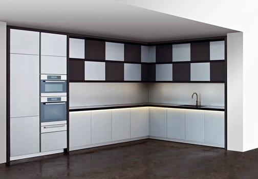 Design e comfort, eleganza e funzionalità. Sono le parole chiave della collezione Armani /Dada, che nasce dalla partnership tra il Gruppo Armani e il Gruppo Molteni per la produzione e distribuzione di sistemi per cucina http://www.leonardo.tv/cucina/armani-dada-molteni-arredo-cucina