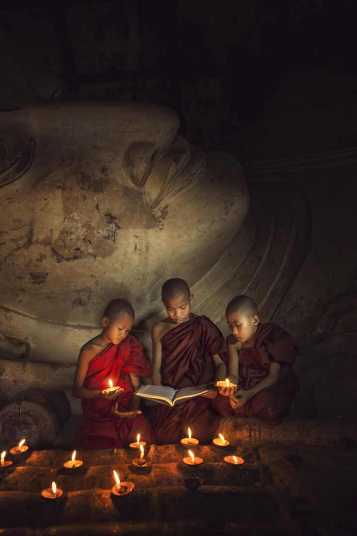 Reading monk by Lau Yew Hung on 500px