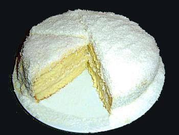 le Mont Blanc. Ce gâteau incontournable à la crème de coco.  Je vous laisse découvrir la recette :  Ingrédients :  Génoise :  6 oeufs 200 g de sucre 150 g de farine zeste d'un citron vert 1/2 cuillère à café de cannelle 1 sachet de noix de coco séchée  Crème: ¼ de litre de lait de coco ¼ de litre de lait 4 jaunes d'oeuf 1 c à c de vanille zeste d'un citron vert 100 g de sucre + un sachet de sucre vanillé 50 g de farine 2 cuillères à soupe de rhum  Préparation  Préparer la génoise : Séparez…