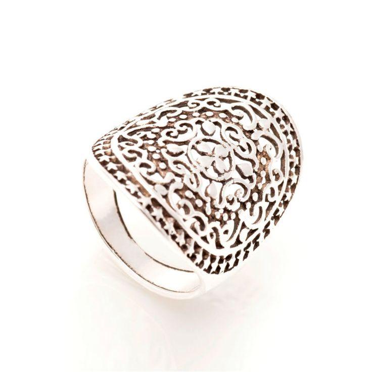 Precioso anillo #Boho plata de 1ª Ley. Perfecto para llevar solo o acompañado con otros. No te quedes sin él, solo tenemos una unidad.
