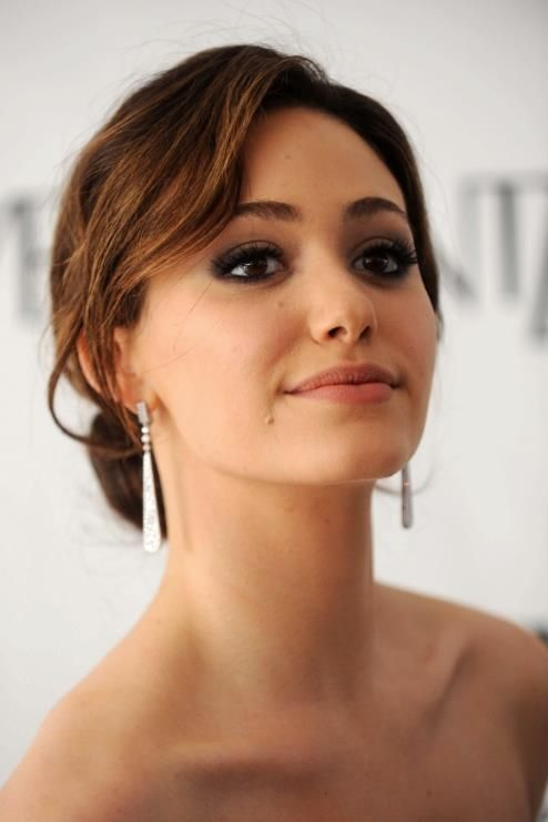 RL           her eyebrows and makeup... so flawless Emmy Rossum