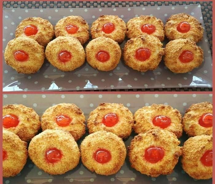 Κοινοποιήστε στο Facebook Υλικά 2 κουτιά ζαχαρούχο 400 gr ινδοκάρυδο 2 βανίλιες Γλυκό του κουταλιού κεράσι Εκτέλεση Ανακατεύουμε το ζαχαρούχο, την καρύδα και τις βανίλιες … Πλάθουμε μπαλίτσες και κάνουμε με το δάχτυλο μας στην μέση μια λακουβίτσα Τοποθετούμε ένα...