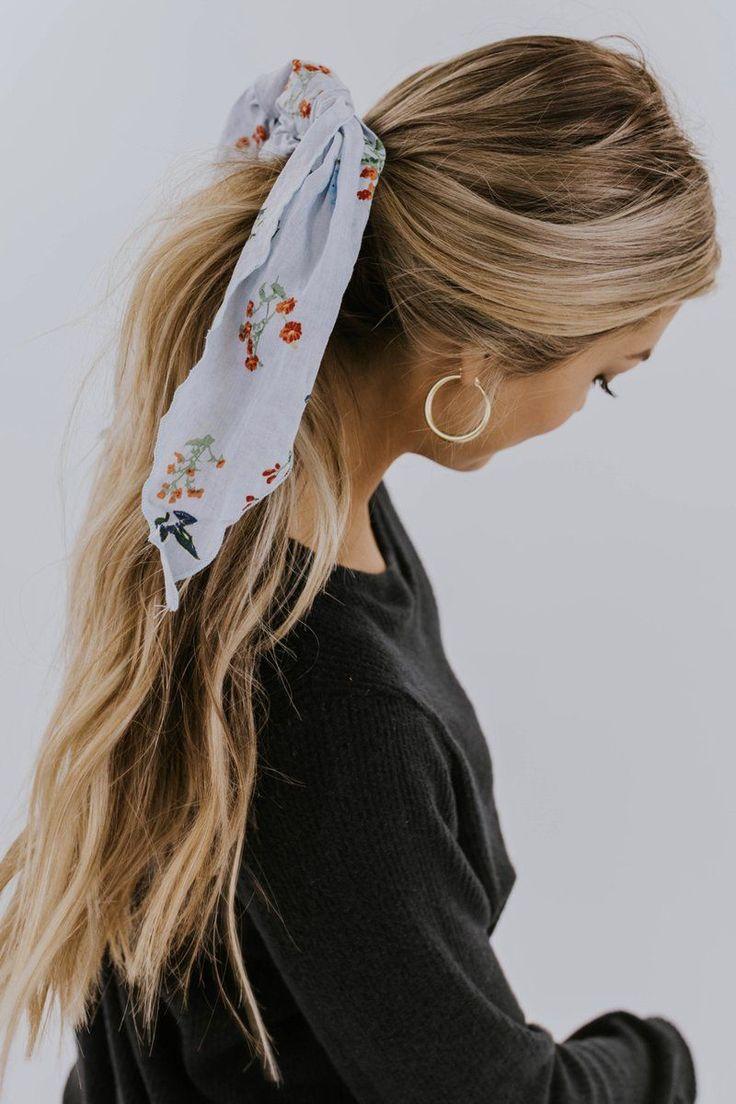 Lenços de cabelo são a maior tendência para esta primavera #scarfseason #sca…