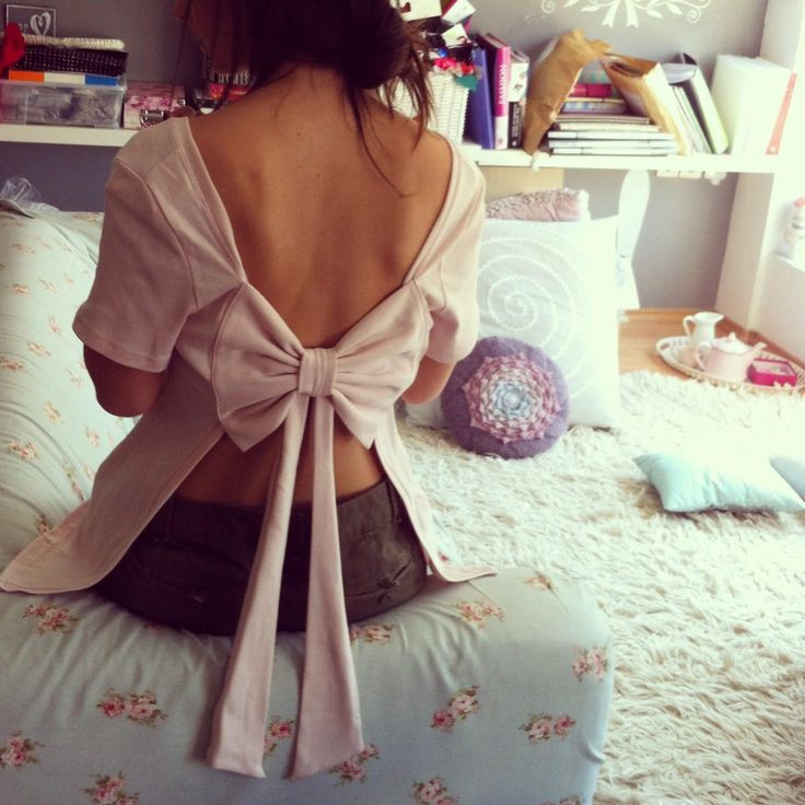 Solomos  #madameshoushou #solomos #bow #openback #vintage #romatic The shirt that every girl wants