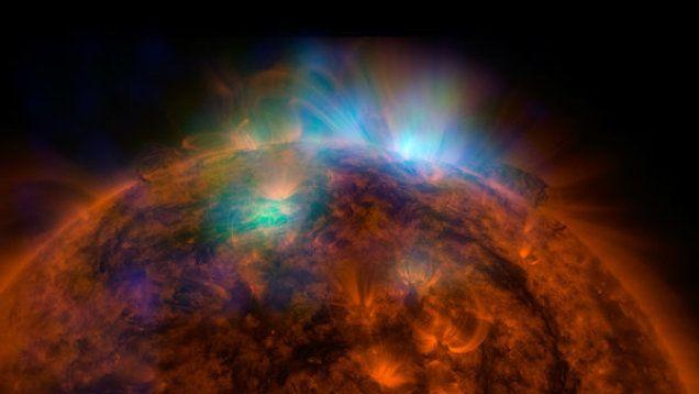 Potężny rozbłysk na Słońcu. Zakłócił fale radiowe na Ziemi. http://tvnmeteo.tvn24.pl/informacje-pogoda/swiat,27/potezny-rozblysk-na-sloncu-zaklocil-fale-radiowe-na-ziemi,153345,1,0.html