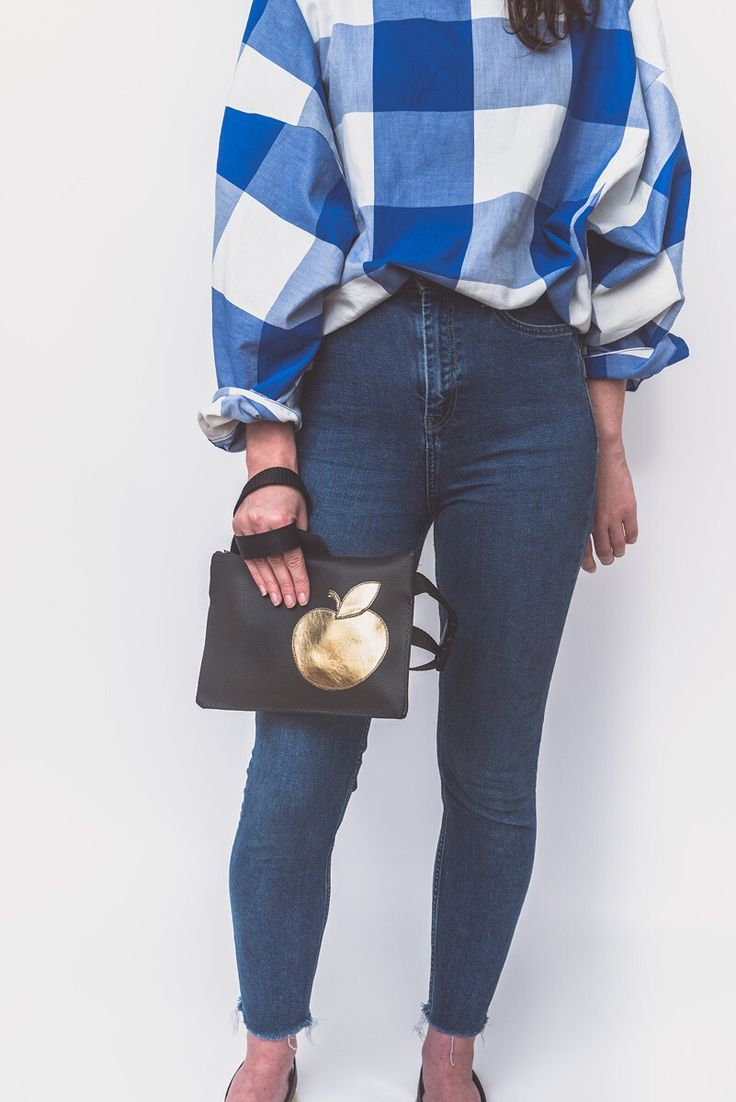 Black bum bag with gold design for your daily essentials  #bumbag#fannypack#waistbag €55