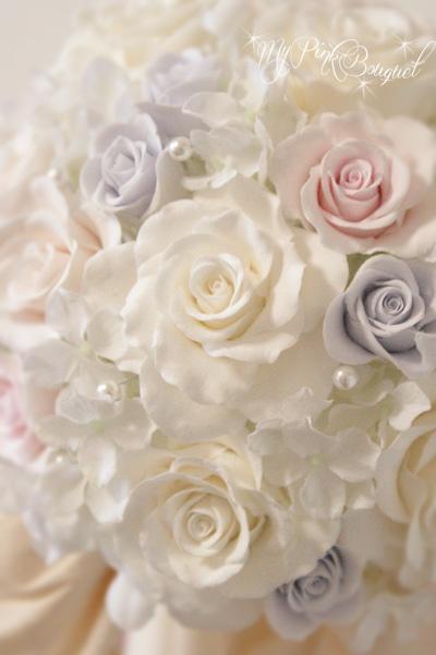 018//ホワイトローズの中に、色ドレスの色に合わせた淡〜いピンクとパープルを入れて、ウェディングドレスとカラードレス兼用でご使用されたブーケです。パールもふんだんに入れこみました