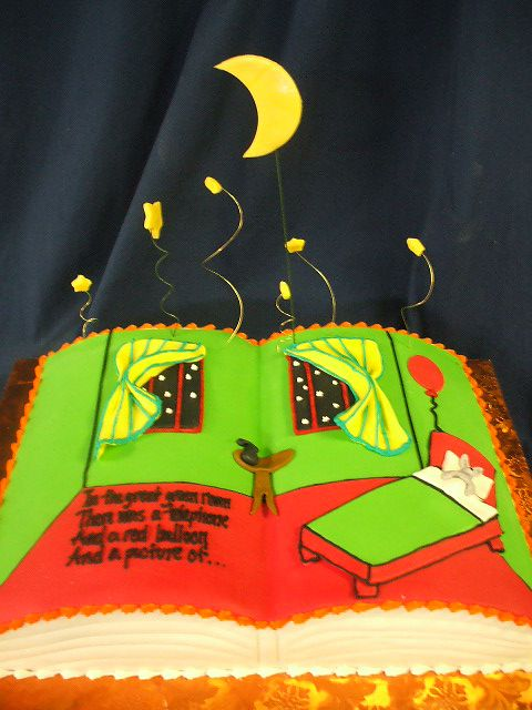 the moon and stars are pretty cute on this cake.