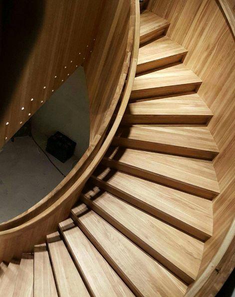 Nå venter vi bare på lyssetting av trappen! Noen kommentarer?😊 #trapp #stairs #woodenstairs #passionforwood #spiraltrapp #oak #arcitecture #arcitecturelove #interior #funkis #design #naturlig #eco