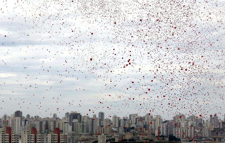 http://www.thetoc.gr/diethni/article/sao-paolo-kokkinos-o-ouranos-tis-brazilias-apo-xiliades-mpalonia