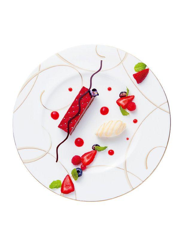 シャングリ・ラ ホテル 東京(Shangri-La Hotel, Tokyo)  「ビター チョコレート ムースとラズベリーコンポート ラベンダーハニーのアイスクリームと季節の彩りフルーツ」