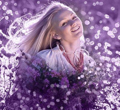 Κινούμενα σχέδια κορίτσι ξανθιά χαμογελώντας και κρατώντας ένα τεράστιο μπουκέτο αγριολούλουδα, SIFCO κορίτσι ξανθιά χαμογελώντας και κρατώντας ένα τεράστιο μπουκέτο αγριολούλουδα