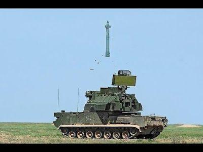 O míssil 9M330 é lançado por verticalmente, acelerado por um booster. Logo na sequencia, o míssil se posiciona para a direção onde o alvo está e ele aciona seu próprio motor para acelerar até o alvo. O sistema é operado por 3 tripulantes que são o motorista, o comandante e o operador de sistemas, num padrão similar ao encontrado em equipamentos mais antigos como o sistema SA-6 Gainful e o sistema ZSU-23-4 Shilka.