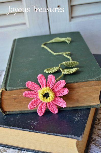 Este marcador de ganchillo hecho a mano es una flor de Margarita de color rosa vibrante.  Perfecto regalo para los amantes del libro, o de la madre y maestros.  El centro es negro y amarillo rodeado de pétalos de color rosa. Utilicé un hilo muy fino para hacer la parte central amarilla, dándole una muy intrincada mirada. Este es un nuevo diseño actualizado para mi flores de Margarita y me encanta! La flor mide cerca de 2,5 pulgadas a través.  ¡Disfrutar de la naturaleza en su lectura cada…