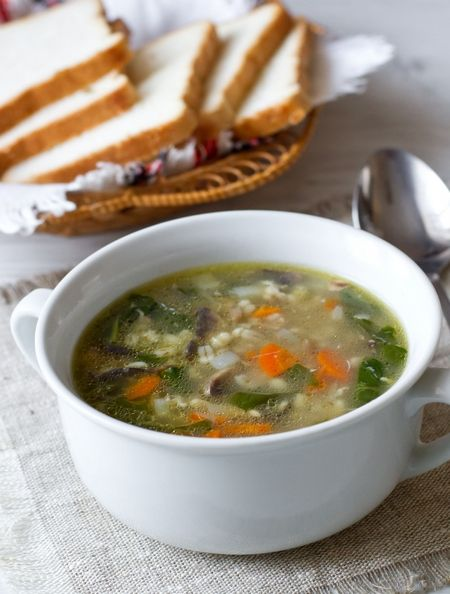 Внеочередной апдейт фото  Опять перловка, опять шпинат и опять куриный суп  Да. Вкусный и сытный. В нынешнее непонятно-переменчивое лето такой рецептик имеет смысл иметь в запасе. Да и никто не мешает готовить такой суп осенью или зимой - замороженный шпинат можно купить в любое время года  Кстати, для более сильного грибного вкуса [...]