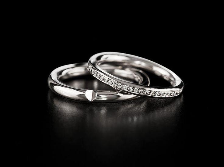 Saarikorpi Design, HiddenOne wedding ring set, 18K whitegold, W/VS diamonds