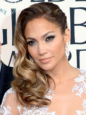 Recreate JLo's flowing locks with a tutorial from hairstylist Lorenzo Martin #GoldenGlobes
