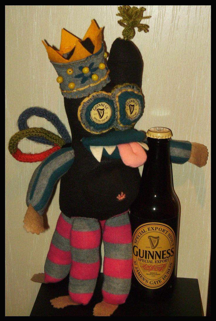 Guinness monster for hubby. pop creatie van sokken door Sheila.