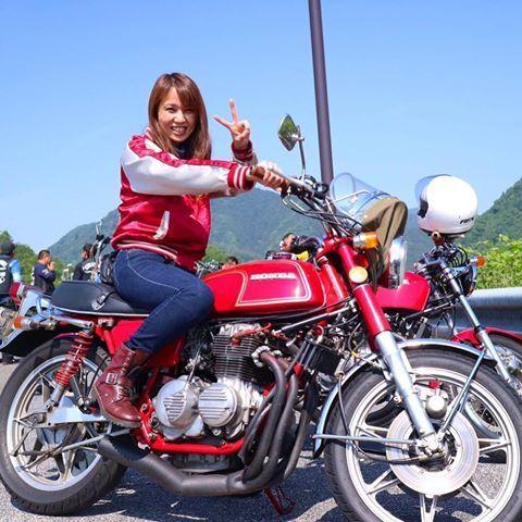 千ぃの跨りシリーズ✨ スキャン 社長様✨ @fukuda_masami さんの CB350four✨ 昨日は 仲間が行きにタイヤパンクしてしまい 某 赤男爵までトランポで運んでいただきました 本当にありがとうございました 社長様の 神対応のおかげで 仲間も 無事帰宅出来ました✨ ※ オーナー様の大切な単車ですので 跨りシリーズはこちらからお願いする事はありません。 #千ぃの跨りシリーズ#cb350four #cb350f #サンゴーフォア #ヨンフォア限定ツーリング #caferacer #女性ライダー#バイク女子 #ガールズライダー #スキャン#オートスキャン#談合坂sa