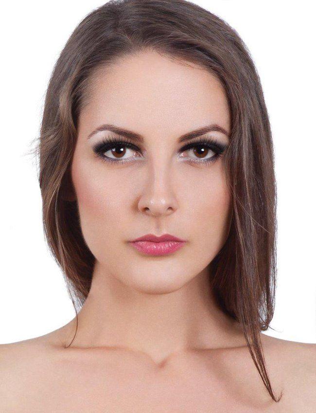 Corectii in machiaj - Ochi descendenti. Pentru realizarea acestui tutorial s-au folosit produse Make-up Studio (www.make-up-shop.ro). Make-up:Andreea Leonte; Model:Alexandra Voicu; Fotograf:Laura Muresan.