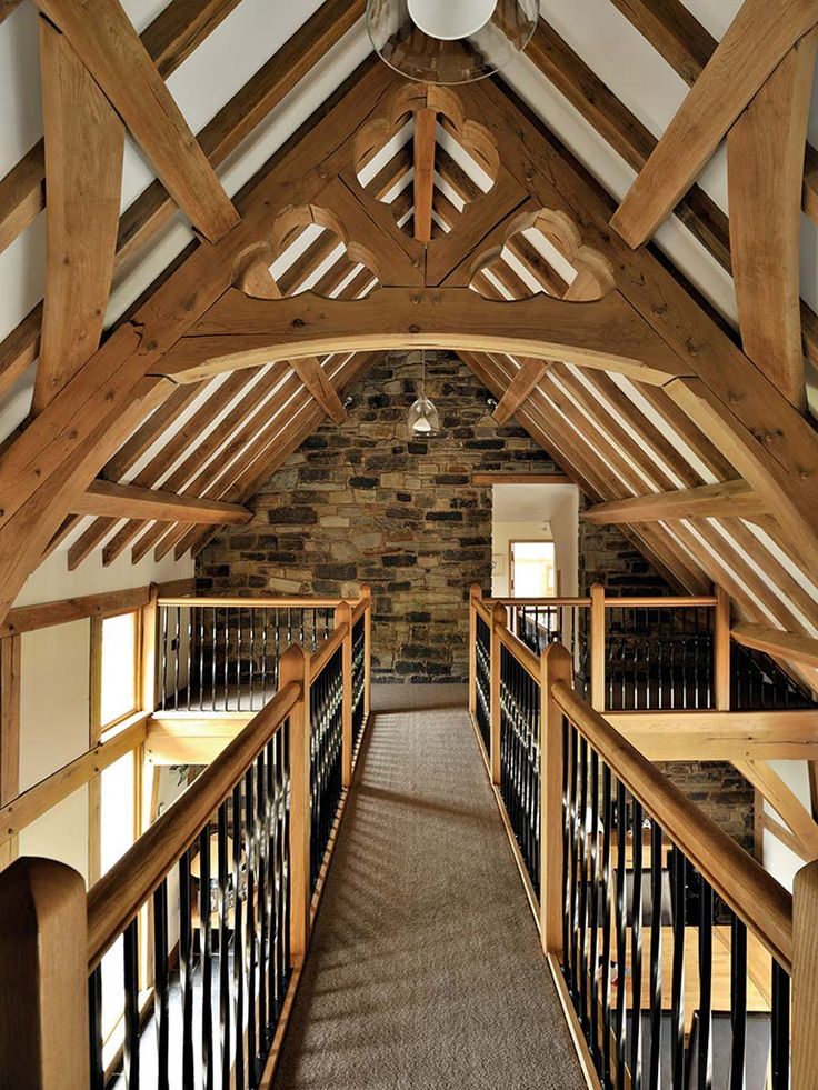 #Traditional #oak frame with amazing #oaktrusses. This stunning #landing will certainly create the #wowfactor