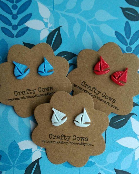 Kleine Segel Boot Ohrringe - Schiff-Ohrringe in rot, blau und weiß - Segeln nautische Ohrringe uk