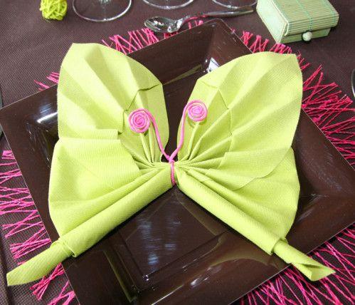 Pliage de serviettes en forme de papillon