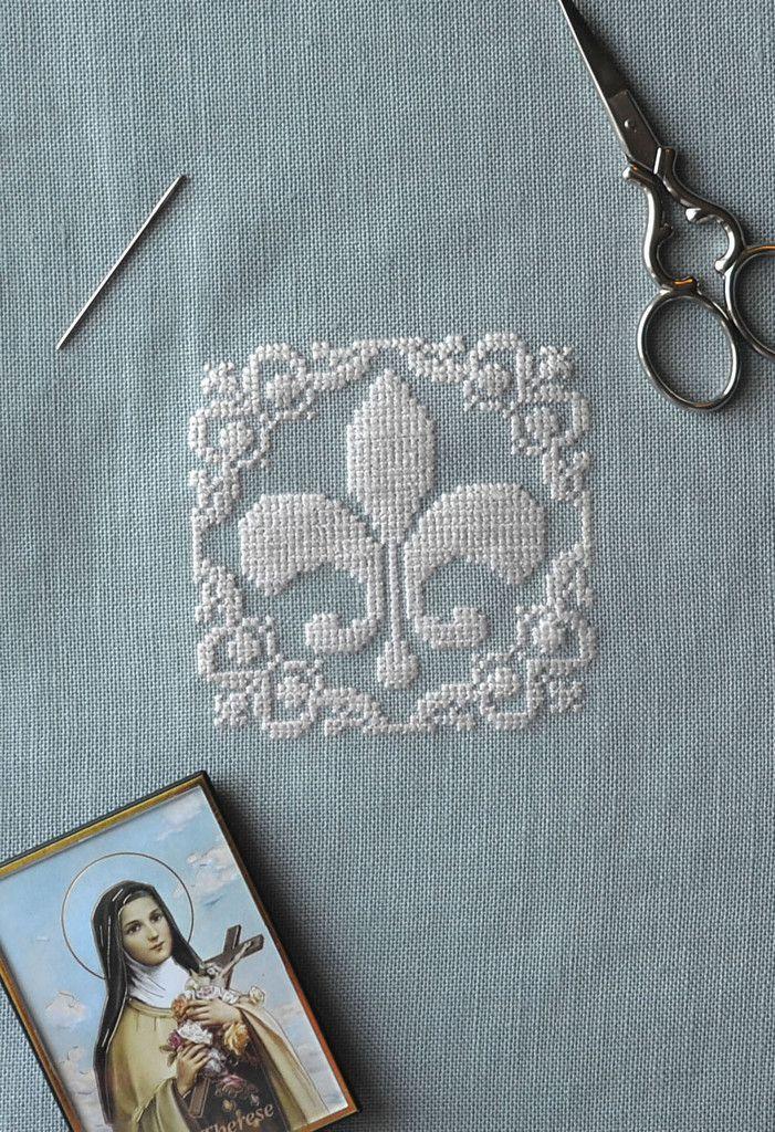 Fleur De Lis ~ Free PDF Cross Stitch Pattern
