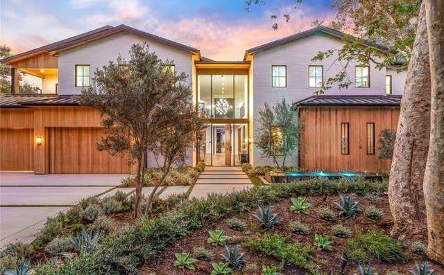 167 S Rockingham Ave Los Angeles Ca 90049 Mls 19448140 Zillow Brentwood Los Angeles Los Angeles Homes Los Angeles Real Estate