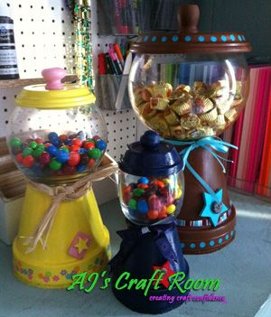 Finally found a cute way to use the round glass vase for my candy bar. Score $2 vase from consignment store which I also seen at least 100 terra coat pots at the last time I was there. Cheap craft!