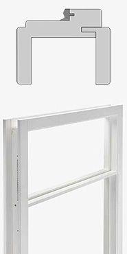 Ecosy kozijn met bovenlicht  Renovatie kozijn t.b.v. stompe binnendeuren Wit voorbehandeld naaldhout Met brede architraaf (aan 1 zijde is deze los) Muurdikte 70 of 100 mm Deurbreedte 53 t/m 103 cm Stijllengte 2700 mm, inkort- baar Pakket opgebouwd uit 2 stijlen, een bovendorpel, een kalfdeel en montagemateriaal Ook zeer geschikt voor toepassing van kamerhoge deuren. Een kalfdeel is dan niet nodig