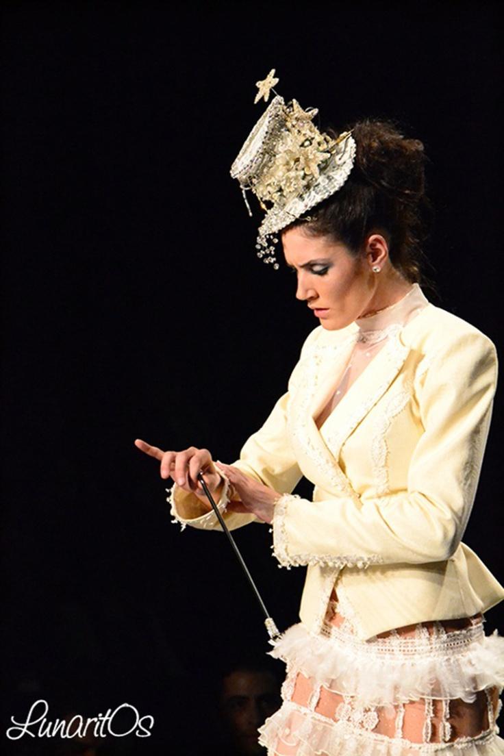 """Cuento de Hadas y Malvadas con """"En Relevé"""" de Rosalía Zahíno a través de Aida Lineros http://lunarit0s.com/2013/02/04/rosalia-zahino-encarnacion-sola-en-releve/"""