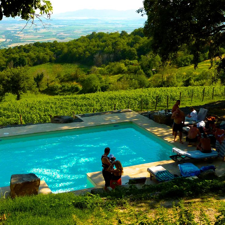 VALDONICA WEDDING in TUSCANY - Chilling at the Pool