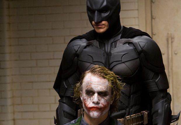 El Caballero de la Noche (Dir. Christopher Nolan) Una aproximación directa hacia la obscuridad y corrupción del ser humano desde dos polos opuestos: Batman y El Joker.
