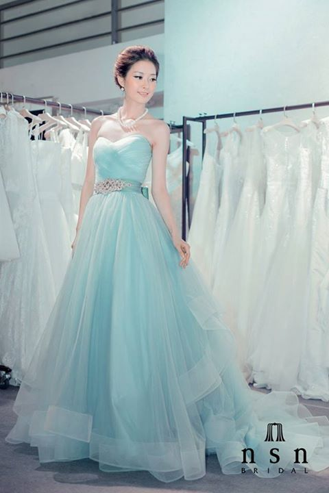 If I could wear a strapless dress I'd wear this one.