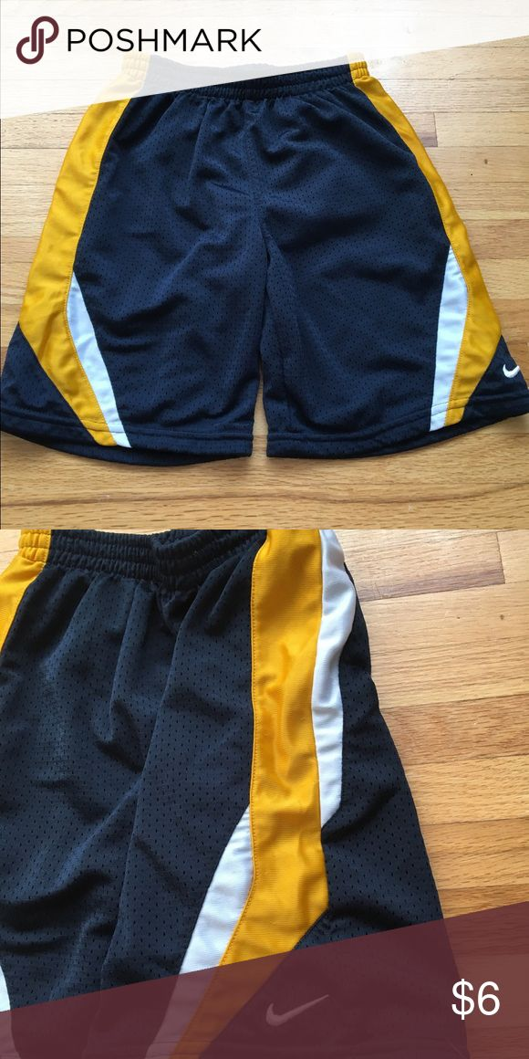 Boys Nike Shorts Boys Nike shorts size 6 barely worn. Nike Bottoms Shorts