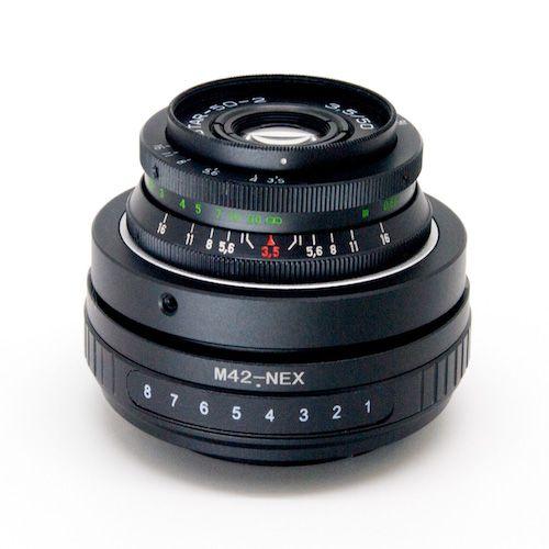 レンズとティルトアダプターをセットにしたミラーレスカメラ用のレンズキットです。ボケを自在にコントロールしてティルト撮影を手軽に楽しめます。レンズにはIndustar 50-2が使われています。