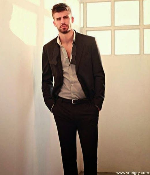 PJ - MG - FASHION : Elegant Gerard Piqué