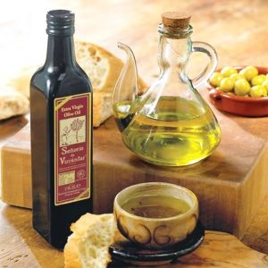 LaTienda.com - Our Favorite Olive Oil with Traditional Glass Cruet http://www.tienda.com/food/products/oo-76.html?site=1